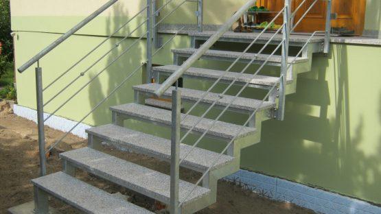 Neue Hauseingangstreppe bauen mit Fira